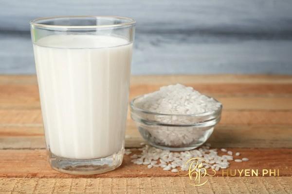 Nước cám gạo có nhiều dưỡng chất làm trắng da