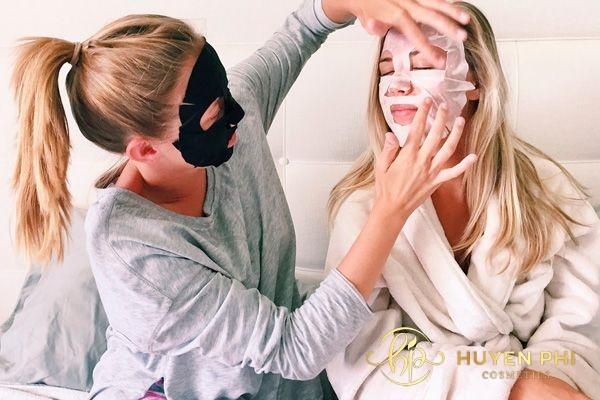 Đắp mặt nạ trước khi đi ngủ giúp bổ sung dưỡng chất cho các chị em