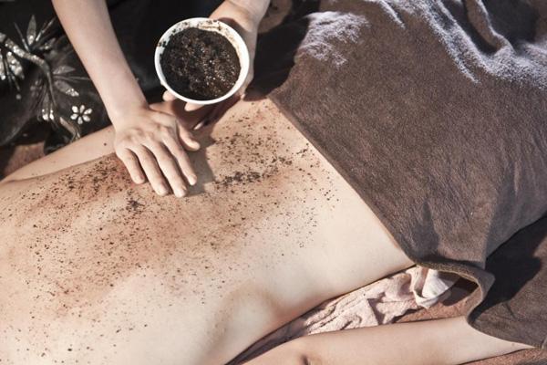 Tẩy tế bào chết bằng bã cafe là phương pháp làm đẹp hiệu quả