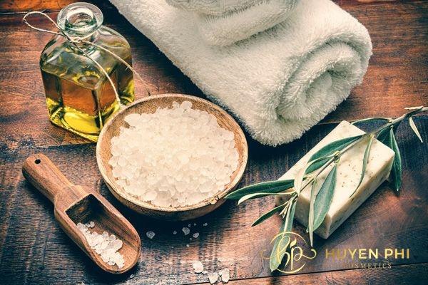 Dầu oliu và muối tẩy tế bào chết an toàn