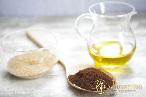 Bã cafe và dầu oliu giúp da luôn mềm mịn, trắng sáng