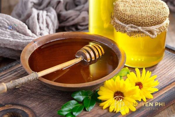 Mật ong là nguyên liệu có chứa nhiều dưỡng chất làm đẹp da