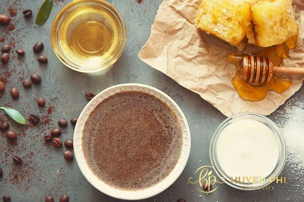 Mật ong và cafe là phương pháp ngăn mụn ẩn dưới da hiệu quả