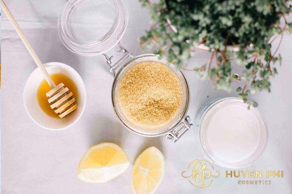 Đường nâu và sữa chua không đường cung cấp nhiều dưỡng chất cho môi