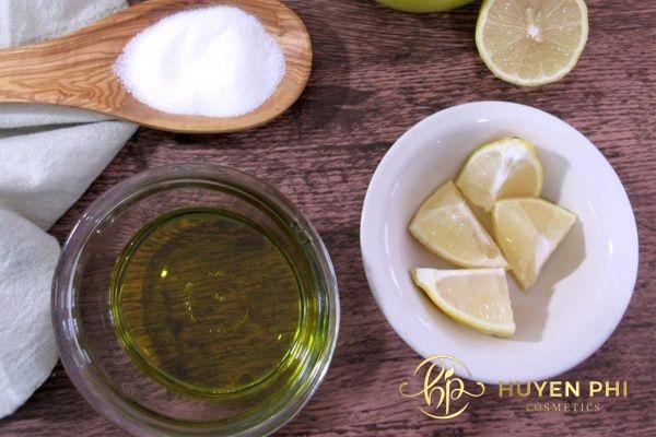Đường và dầu olive tẩy da chết cho môi an toàn