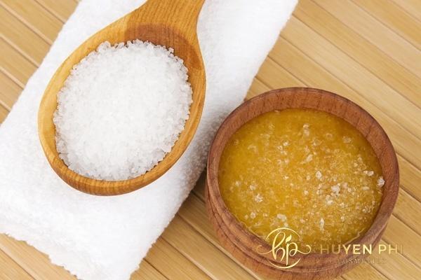 Đường và mật ong giúp tẩy da chết cho môi dễ dàng