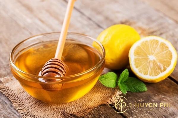 Sử dụng chanh và mật ong để tẩy tế bào chết cho môi