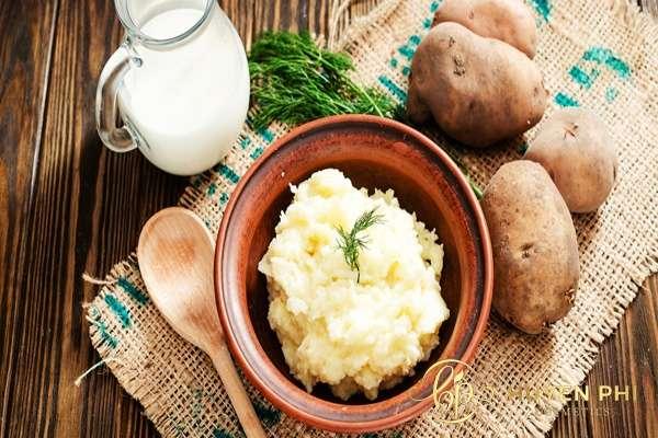 Làm trắng da khi đi học với khoai tây và sữa tươi