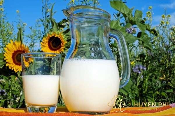 Sữa tươi bổ sung vitaim và khoáng chất cho da