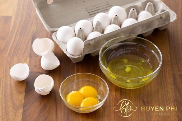 Lòng trắng trứng gà là nguyên liệu tẩy lông được áp dụng phổ biến