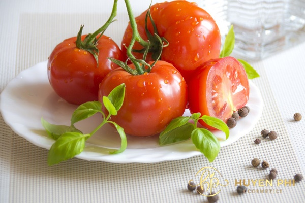 Cà chua làm mềm lông an toàn cho da