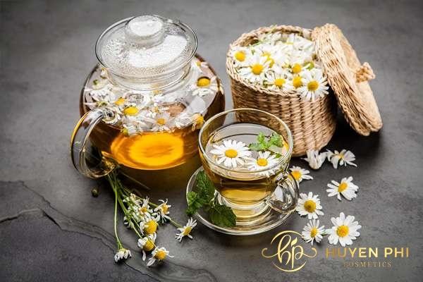 Trà hoa cúc và chanh là hai nguyên liệu được sử dụng nhiều trong triệt lông