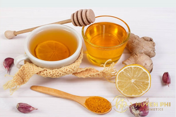 Bột nghệ giúp làm mờ thâm nám tàn nhang trên da