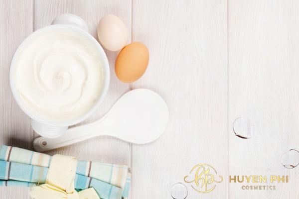 Sữa chua và trứng gà cung cấp các dưỡng chất cho da hiệu quả