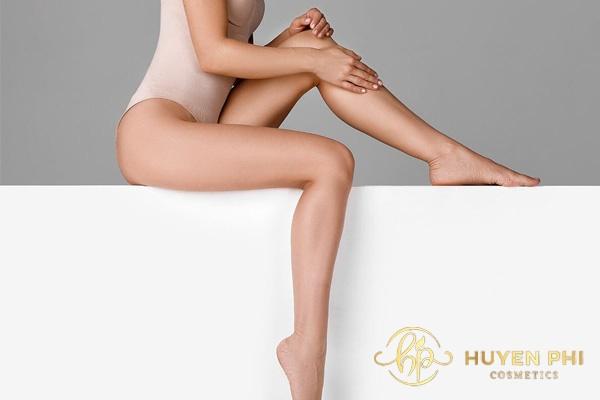 Lỗ chân lông thâm ảnh hưởng tới thẩm mỹ cơ thể của chị em