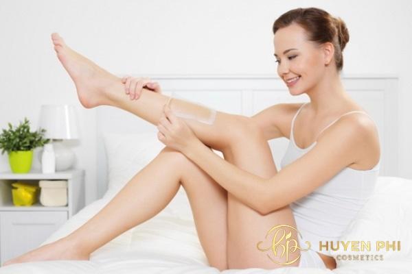 Lông chân mọc ngược do nhiều nguyên nhân khác nhau