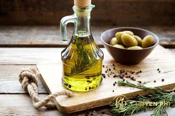 Dầu oliu có nhiều dưỡng chất làm sạch da mặt hiệu quả