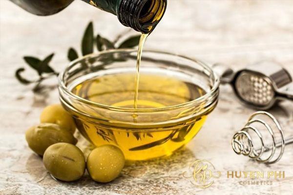rửa mặt bằng dầu oliu hàng ngày