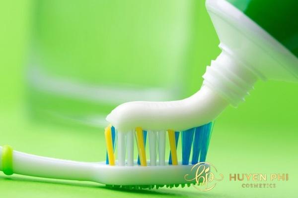 Kem đánh răng là nguyên liệu tẩy lông được sử dụng phổ biến