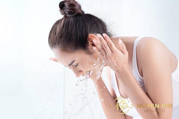 Thoa kem chống nắng bảo lâu thì rửa mặt? Thời gian cần lưu ý - Ảnh 1
