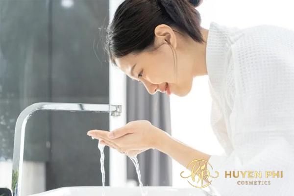 Thoa kem chống nắng bảo lâu thì rửa mặt? Thời gian cần lưu ý - Ảnh 2