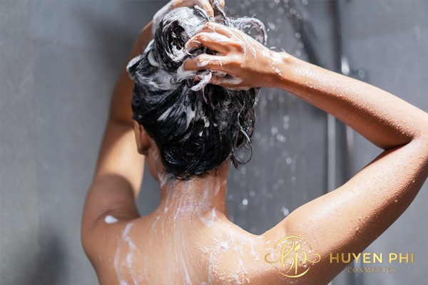 Tắm sạch để da hấp thu dưỡng chất làm trắng hiệu quả