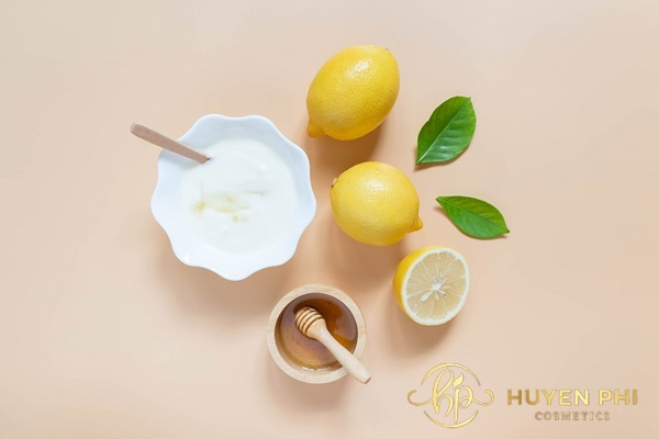 Vitamin B1 và nước chanh dùng để tắm trắng hoàn hảo