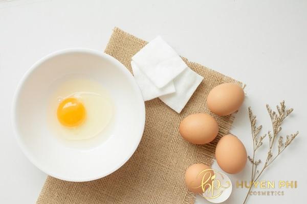Vitamin B1 và trứng gà trị mụn làm se khít lỗ chân lông hoàn hảo