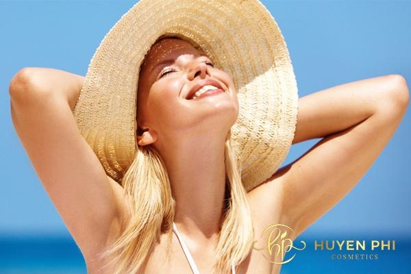 xịt chống nắng có dùng cho mặt được không