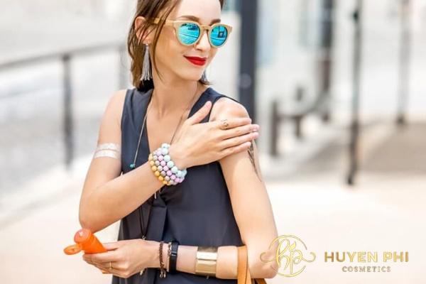 Sử dụng kem chống nắng là việc làm cần thiết cho da mỗi ngày