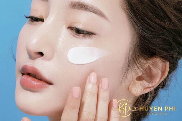 Thoa kem dưỡng đúng quy trình để bảo vệ da hiệu quả
