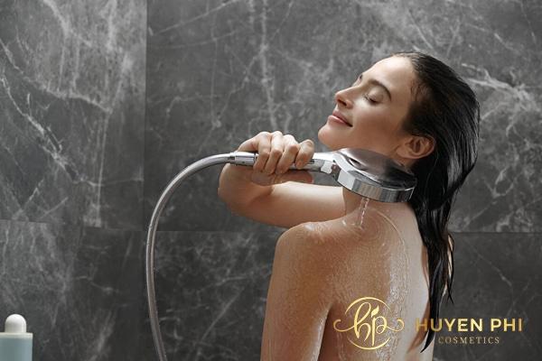 Làm sạch da mỗi ngày để hạn chế vi khuẩn chất bẩn đọng lại trên da