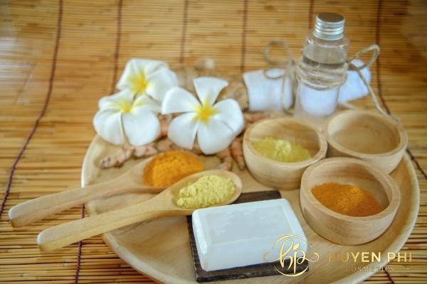 Dầu dừa và nghệ tươi chứa nhiều dưỡng chất chống lão hóa trên da an toàn