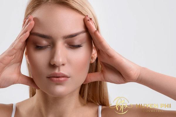 Massage vùng mắt chống nhăn