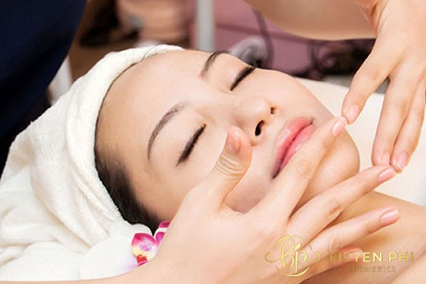 Massage khóe miệng chống nhăn hiệu quả