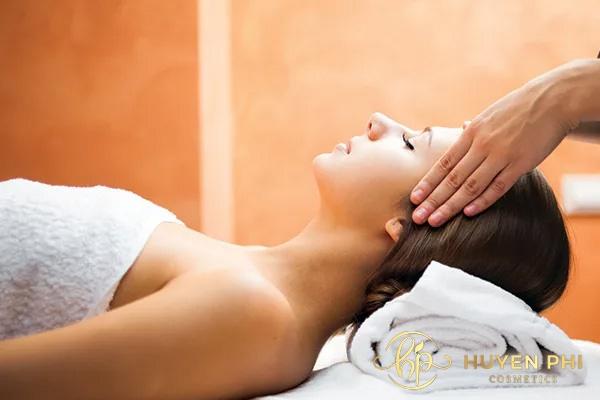 Massage má giúp da căng bóng, mịn màng