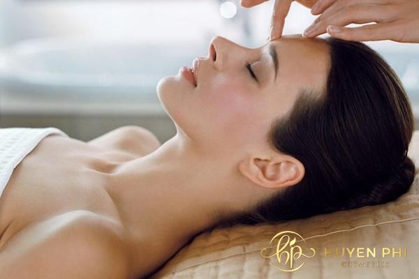 Massage vùng mũi giúp thu hẹp cánh mũi hiệu quả