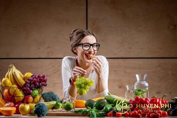 Bổ sung rau xanh, trái cây vào thực đơn hàng ngày làm đẹp da tự nhiên