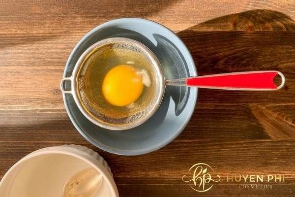 Lòng đỏ trứng bổ sung độ ẩm cho da