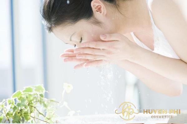 Rửa mặt với nước vo gạo