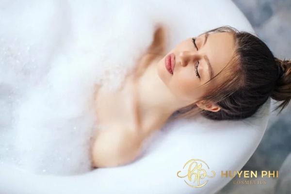 Vệ sinh cơ thể mỗi ngày để loại bỏ mồ hôi chất bẩn trên da