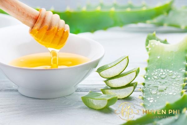 Lô hội kết hợp với mật ong dưỡng