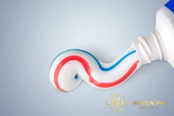 cách trị thâm đầu gối bằng kem đánh răng