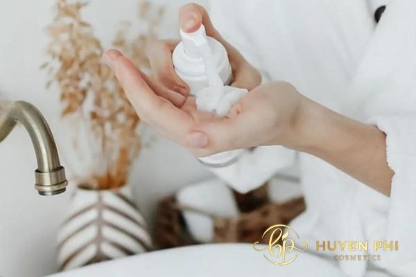 Lựa chọn sữa rửa mặt chiết xuất dịu nhẹ cho da dầu nhờn