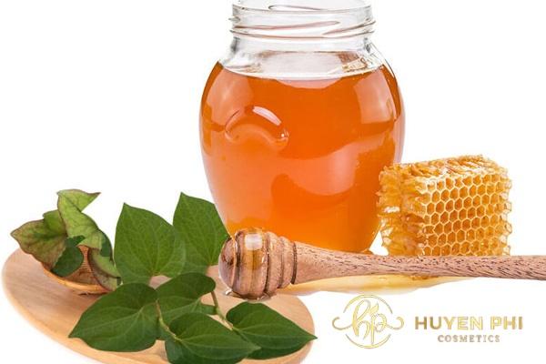 Đánh bay mụn trên da với rau diếp cá và mật ong