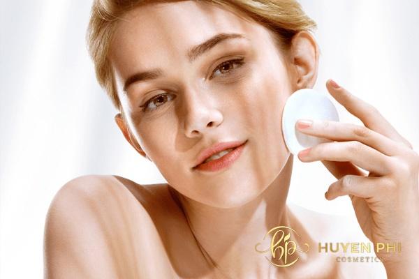 Tẩy trang mỗi ngày giúp da luôn sạch và sáng mịn