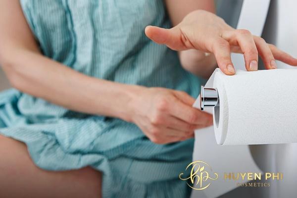 cách vệ sinh vùng kín sau khi đi tiểu