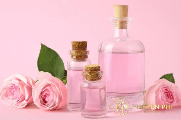 Dùng nước hoa hồng giúp dưỡng da sáng mịn, rạng ngời