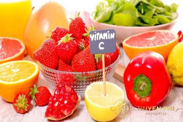 Sử dụng vitamin C đúng cách để tăng hiệu quả làm đẹp cho da dầu