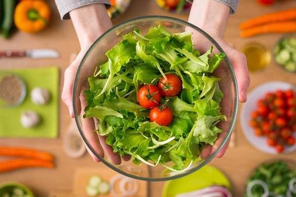 Bổ sung rau xanh vào thực đơn hàng ngày làm đẹp da